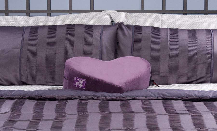 Extra Decor Heart Wedge Sex Pillow Features: Dimensions: